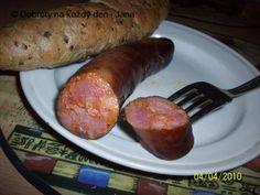Maso nakrájíme na menší kostičky, za předpokladu, že jej pak už nemeleme, promícháme s kořením a uložíme od večera do rána někde do chladu. Střeva pořádně proplá .... Food 52, Sausage, Pork, Meat, Carne Asada, Kale Stir Fry, Pigs, Sausages