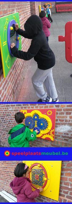 Belevingspanelen op de speelplaats van BLO GO! Het Anker te Mechelen. Kleurrijke speelpanelen om individueel mee bezig te zijn op het schoolplein. Deze spelpanelen zijn ontworpen voor buitengebruik. ( massief kunststof plaat & roestvrij stalen verbindingen )