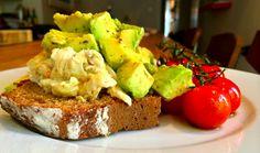 The Anti Fry Up Breakfast - Avocado Eggs Avocado Egg, Avocado Toast, Easy Like Sunday Morning, Avocado Breakfast, Best Breakfast Recipes, Irish Recipes, Entrees, Fries, Eggs