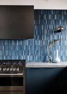 Loft Kitchen, Home Decor Kitchen, Home Decor Bedroom, Kitchen Interior, Entryway Decor, Kitchen Design, Kitchen Tile, Narrow Kitchen, Red Kitchen