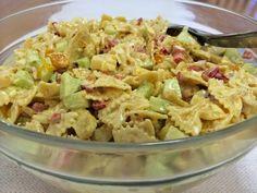 Pastasalaatit kuuluvat monien suosikkeihin. Ruokaisaa salaattia on kiva tarjota myös ... Potato Salad, Food And Drink, Potatoes, Cooking, Ethnic Recipes, Waiting, Drinks, Kids, Food And Drinks