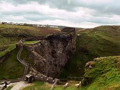 Upper mainland courtyard of Tintagel Castle, 2007.jpg