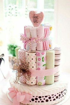 DIY Cloth Diaper Cake - Eco-Friendly and makes the perfect gift! Cute Baby Shower Gifts, Cute Baby Shower Ideas, Baby Shower Themes, Baby Shower Decorations, Cloth Diaper Cakes, Diy Diaper Cake, Cloth Diapers, Baby Shower Gift Basket, Baby Shower Diapers