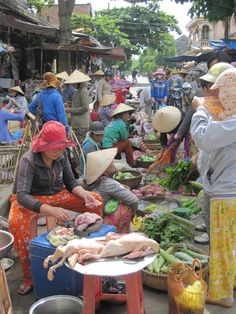 Local food market in Hoi An, Vietnam. A great way to see how the locals shop for local fresh produce. Beats the supermarkets back in the UK for sure. Hoi An, Good Morning Vietnam, Busy Street, Hanoi Vietnam, Food Stall, Southeast Asia, The Locals, Live Life, Cityscapes
