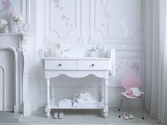 A stunning collection of luxury nursery furniture by Bambizi. This designer nursery furniture is all handmade in the UK using the finest timber and organic materials with free UK delivery. Baby Bedroom, Baby Room Decor, Kids Bedroom, Nursery Decor, Nursery Ideas, Baby Rooms, Chic Nursery, Nursery Room, Girl Nursery