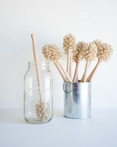 This hand crafted bottle brush from Redecker is made from all natural materials, designed to get to those hard to reach places at the bottom of bottles and jars Deep Cleaning Tips, House Cleaning Tips, Spring Cleaning, Cleaning Hacks, Kitchen Cleaning Tips, All Natural Cleaning Products, Cleaning Room, Green Cleaning, Limpieza Natural
