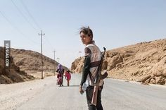 14 y.o. Kurdish girl carries rifle to protect her family.