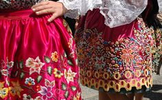 Detalle del delantar (traje de Nazaré) Portugal Traditional Skirts, Traditional Outfits, Portuguese Culture, Thats All Folks, Folk Clothing, Folk Costume, Ribbon Embroidery, Dress Up, Pretty