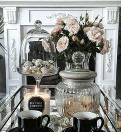 Luxury Home Decoration Ideas Referral: 9085578036 Table Decor Living Room, Glam Living Room, Coffee Table Styling, Decorating Coffee Tables, Tray Decor, Living Room Designs, Table Decorations, Centerpiece Ideas, Rooms