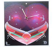 Ywona Wanduhr 45x45cm Die dekorative Art, die Zeit anzuzeigen! Unsere Wanduhren sind eine Kombination aus dekorativen Druck und liebevoller Handarbeit. Die bedruckten Paneele werden mit Pinsel und Farbe zu außergewöhnlichen Einzelstücken finalisiert. Wählen Sie zwischen den verschiedenen Druckdesigns und lassen Sie ihr persönliches Einzelstück für Sie fertigen.