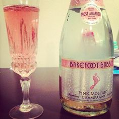 Pink moscato champagne- bachelorette weekend please ; Barefoot Bubbly Pink Moscato, Pink Moscato Champagne, Party Drinks, Cocktail Drinks, Alcoholic Drinks, Cocktails, Beverages, Party Shots, Tim Tim