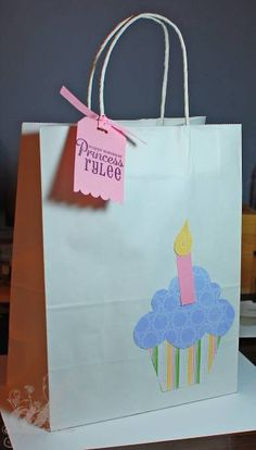 Cupcake Gift Bag bag bow Cupcake Gift Bag by - Cards and Paper Crafts at Splitcoaststampers Paper Gift Bags, Paper Gifts, Craft Bags, Craft Gifts, Decorated Gift Bags, Cupcake Gift, Gift Box Design, Birthday Bag, Gift Wrapping Services