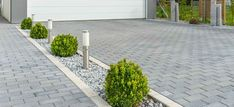 Idea: Potentillas evenly spaced along side of driveway with lightweight gravel mulch? Not a large area of stone mulch. Red brick pavers to tie in look. Front Garden Ideas Driveway, Modern Driveway, Brick Driveway, Modern Front Yard, Driveway Design, Front Yard Design, Driveway Landscaping, Modern Landscaping, Block Paving Driveway