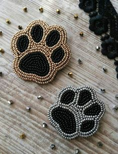 You can use them both or separately to make your look so special. Set of 2 paws. Bead Embroidery Patterns, Bead Embroidery Jewelry, Beaded Jewelry Patterns, Beaded Embroidery, Native Beading Patterns, Seed Bead Patterns, Native Beadwork, Zipper Crafts, Beaded Crafts