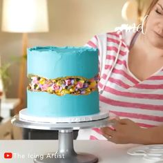 I need to start making one of the fault line cakes! By: Icing Artist Cake Decorating Frosting, Cake Decorating Designs, Creative Cake Decorating, Cool Cake Designs, Cake Decorating Techniques, Cake Decorating Tutorials, Cool Cake Ideas, Pretty Birthday Cakes, Baby Birthday Cakes