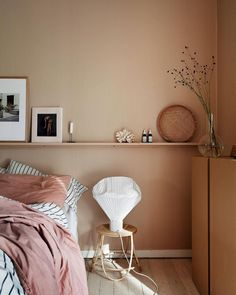 26 dusty pink bedroom walls you will love it 1 Dusty Pink Bedroom, Pink Bedroom Walls, Bedroom Wall Colors, Peach Bedroom, Pink Walls, Decoration Bedroom, Home Decor Bedroom, Room Decor, Bedroom Inspo