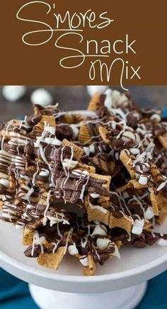 S'mores Snack Mix - Easy to make and a great treat to enjoy that delicious marshmallow, graham cracker and chocolate dessert all year round.