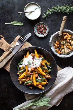 Ein Rezept für glutenfreie Schupfnudeln! Rezepte für herbstliches Soulfood mit selbstgemachten Schupfnudeln. Einfache glutenfreie und vegane Kürbis-Schupfnudeln auf dem Blog freiknuspern.de