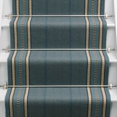 Stylish stair carpet ideas and inspiration. So you can choose the best carpet for stairs.Quality rug for stairs, stairway carpets type, etc. Stairway Carpet, Carpet Stairs, Hall Carpet, Hallway Carpet Runners, Cheap Carpet Runners, Stair Runners, Beige Carpet, Diy Carpet, Carpet Ideas