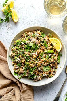 Farro with Mushrooms Qinuoa Recipes, Farro Recipes, Lunch Recipes, Salad Recipes, Healthy Recipes, Dinner Recipes, Still Tasty, Vegetarian Entrees, Spring Recipes