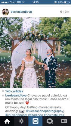 Chuva de papel saída dos noivos