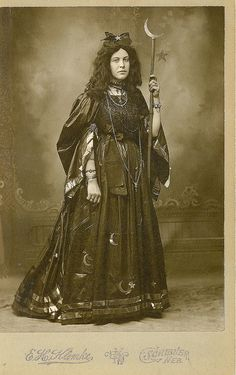 which witch?…a witchy woman… Goth before gothic was cool…circa 1885 moon and stars (by Kingkongphoto & www.celebrity-photos.com)