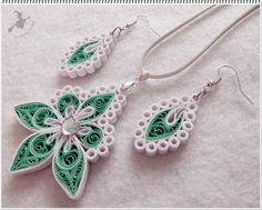 Strasszos zöld - fehér szett. Necklace and Earrings Set - Quilled by: Quilling Boszi