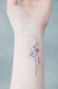 As the name suggests, forget-me-not flowers represent true love and loyalty. These tiny blue flowers were often given in Victorian times as a symbol of devotion and faithfulness. As a result, they make for a beautiful tattoo tribute to your other half, or you could get a couple's tattoo or matching inking with your best friend. The ideal placement for a forget-me-not tattoo is somewhere you will always be able to see it, such as your wrist, hand, finger, or forearm. Gladiolus Flower Tattoos, Dainty Flower Tattoos, Small Flower Tattoos For Women, Name Flower Tattoo, Tribal Flower Tattoos, Simple Flower Tattoo, Beautiful Flower Tattoos, Placement For Small Tattoos, Small Name Tattoo