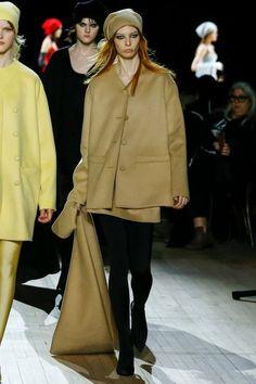 Marc Jacobs Fall 2020 Ready-to-Wear Fashion Show - Vogue New York Fashion, Love Fashion, Fashion Models, Fashion Brands, Fashion Designers, Marc Jacobs, Vogue Paris, Fashion Show Collection, Mannequins