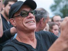 """""""Un manque terrible"""" : Jean-Claude Van Damme se confie sur le plus grand regret de sa carrière Claude Van Damme, Regret, Interview, Keira Knightley, Scarlett Johansson, Jeans, Idol, Hollywood, Actors"""