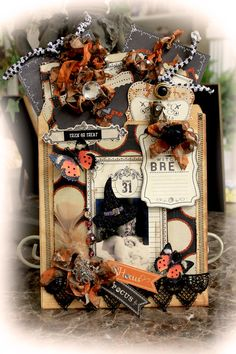 Witch's Brew File Folder Tag Album **Scraps Of Darkness** October Kit Gothic Halloween Mini Albums, Halloween Scrapbook, Halloween Tags, Holidays Halloween, Halloween Crafts, Chic Halloween, Haunted Halloween, Halloween Ornaments, Disney Halloween