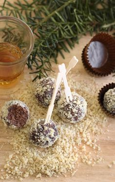 5 Minute Bourbon Balls! Perfect for New Year's Eve. #newyearsfood #newyears #newyears2014
