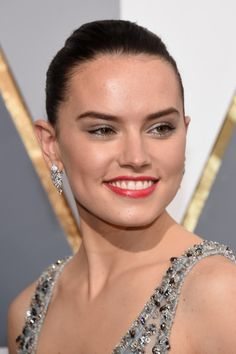 Daisy Ridley attends the 88th Annual Academy Awards at Hollywood & Highland Center on February 28, 2016 in Hollywood, California