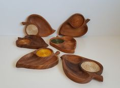 Vintage Leaf Shaped Monkey Pods, Wooden Snack Tray Set With built in Straw Coasters by on Etsy Retro Vintage, Vintage Items, Leaf Shapes, Monkey, Tray, Snacks, Coasters, Crafts, Jumpsuit