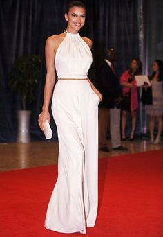 Irina Shayk at White House. Irina Shayk, Celebrity Red Carpet, Celebrity Style, Nice Dresses, Casual Dresses, Modest Fashion, Fashion Outfits, Red Carpet Dresses, Looks Style