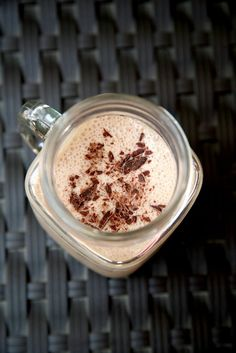 Low-Calorie Chocolate Almond Smoothie