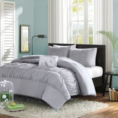 Impart a classy look to any bedroom decor with this Full / Queen size Mint Blue Comforter Set - Machine Washable. This opulent, mint blue bedding set enhances the charm of any modern bedroom setting w Turquoise Bedding, Aqua Bedding, Blue Comforter Sets, Duvet Bedding, Duvet Sets, Duvet Cover Sets, Ruffle Duvet, Twin Comforter, Blue Duvet
