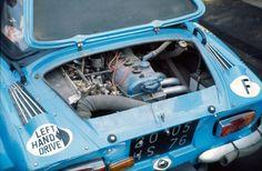 Moteur aluminium sous capot de Renault Alpine A110, 1975 #alpine #renault #jeanredele #jeanrédélé #auto #autos #voiture #voitures #ancienne #voitureancienne #a110 #rallye #rallyecar #berlinette #berlinettea110