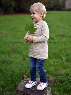 Easy to knit sweater for girls. Easy to follow knitting pattern. Sweater is knitted in the round top down with no seams. Jumper Patterns, Sweater Knitting Patterns, Knitting Designs, Girls Jumpers, Girls Sweaters, Knitting For Kids, Knitting For Beginners, Knit In The Round, Round Top