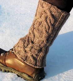 this just totally gave me an idea for old boots and my legwarmers. i have legwarmers. Knitted Boot Cuffs, Knit Leg Warmers, Knit Boots, Knitted Bags, Knitting Socks, Ravelry, Old Boots, Boot Toppers, Yarn Crafts