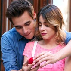 Aww, they are so cute Violetta And Leon, Violetta Live, Movies And Series, Movies And Tv Shows, Disney Channel, Ladybugs Movie, Youtubers, Cinema Tv, Kissing In The Rain