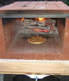 Build a dry stack wood-fired pizza oven comfortably in one day! Build a dry stack wood-fired pizza oven comfortably in one day! – Your Projects Build A Pizza Oven, Diy Pizza Oven, Brick Oven Pizza, Pizza Ovens, Eat Pizza, Wood Burning Oven, Wood Fired Oven, Wood Fired Pizza, Brick Oven Outdoor