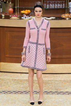 Chanel fall-winter 2015-2016 #PFW #fashion #moda #fashionwomancom #pink #grey
