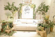 @2018y_a0818 - Instagram:「. 久しぶりの投稿です🙆♀️ やーーーっと写真データが届いたので 再開します🙋♀️💕💕 今までの投稿と重複する部分も 多々あるかもしれませんが… そして時間が経っているので 言っていることが異なるかもですが…笑 細かいことは気にせずに😂 . #高砂ソファ…」 Wedding Stage Backdrop, Wedding Photo Booth, Green Wedding, Boho Wedding, Wedding Flowers, Backdrops For Parties, Porch Swing, Love Seat, Wedding Decorations