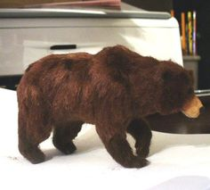 A dolls house scale grizzly bear with fur sculpted by Linda Fisher. - Photo Courtesy Linda Fisher copyright 2008 Used with Permission Needle Felted Animals, Felt Animals, Animals And Pets, Wet Felting, Needle Felting, Clay Bear, Dollhouse Dolls, Dollhouse Ideas, Clay Miniatures