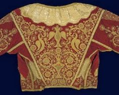 Velvet vest with gold-thread embroidery: floral patterns, birds and a double-headed eagle. Neo-Hellenic gold-thread embroidery, continuing the Byzantine tr. Greek Traditional Dress, Benaki Museum, Empire Ottoman, Greek Culture, Gold Work, Folk Costume, Historical Costume, Embroidered Silk, Textiles