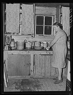 Wife of agricultural day laborer in kitchen of one of the new scattered labor homes built by FSA (Farm Security Administration). New Madrid County, Missouri, 1940 Kitchen Butlers Pantry, Old Kitchen, Butler Pantry, Vintage Kitchen, 1940s Home, 1930s, Grandmothers Kitchen, Vintage Housewife, Vintage House Plans