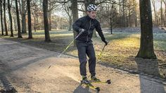 Crown Prince Frederik is not idle during the Christmas holidays. 2. On Christmas Day he fastened skis and went for a long walk in the area at Fredensborg Palace.