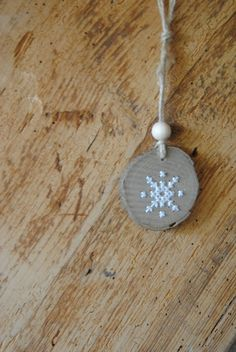 IJskristal - borduren op hout Snowflake - embroidery cross stitch on wood