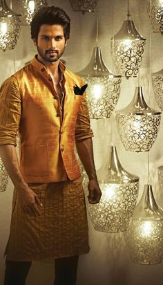 Shahid Kapoor is seen here showcasing designer Kunal Rawal& festive collection for Hello! Also seen are the behind-the-scene shots from th. Mens Indian Wear, Mens Ethnic Wear, Indian Groom Wear, Indian Men Fashion, Indian Man, Muslim Fashion, Wedding Dresses Men Indian, Wedding Dress Men, Wedding Men